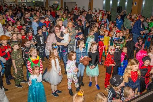 Kinder feiern Karneval - 2020