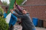 Nachbarn Konrad-Adenauer Straße stellen Maibaum auf